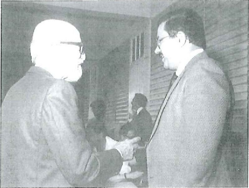El juez del Tribunal Supremo de Puerto Rico, José Trías Monge (izquierdo) y el presidente de la PUCPR, Jaime Fuster Berlingeri (1980).